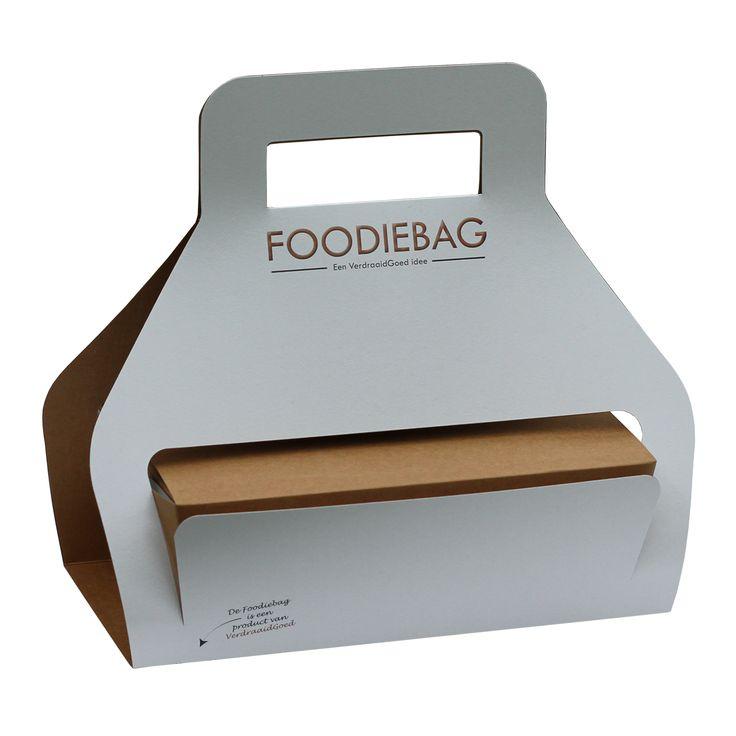 FoodieBag XL Na de lancering van de Foodiebag zijn er vele vragen bij ons binnen gekomen voor een groter formaat Foodiebag. Daarom is er nu ook de Foodiebag XL. Dit grotere formaat is voor verschillende toepassingen geschikt. Het verpakken van lunches, het mee naar huis nemen van hapjes na een kookworkshop of het meegeven van overgebleven maaltijden na een buffet, het kan allemaal met de Foodiebag XL.