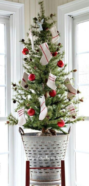 Gorgeous 45 Stunning DIY Mini Christmas Trees Decorating Ideas https://toparchitecture.net/2017/12/05/45-stunning-diy-mini-christmas-trees-decorating-ideas/