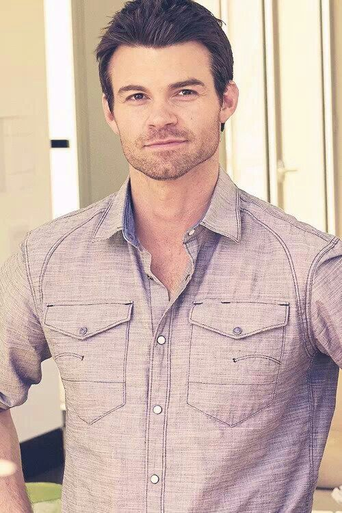 Daniel Gillies as Elijah Thackerye.  Short spiked carmel brown hair, intense blue eyes that you can get lost in, a gorgeous smile that can make you go weak in the knees, wears glasses for intellgent appeal, tall and musularly toned. Museum Curator/Painter. (27 years old)