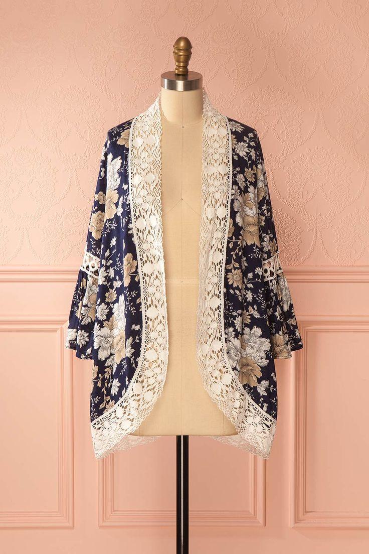 Navy blue floral pattern kimono with crocheted lace detailing - Kimono marin avec motif floral et rebords en dentelle crochetée