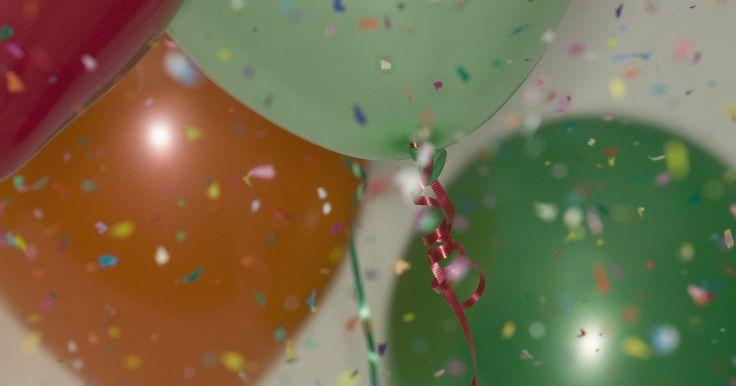 Cómo hacer un arco de globos con hilo de pesca. Los arcos de globos usados para las fiestas de cumpleaños o ceremonias pueden ser adaptados según la ocasión. Globos de colores brillantes arqueados sobre una puerta pueden crear una ambiente festivo para celebraciones infantiles, mientras que elegantes globos de color plata o azul crean un escenario sofisticado, apropiado para bodas, aniversarios ...