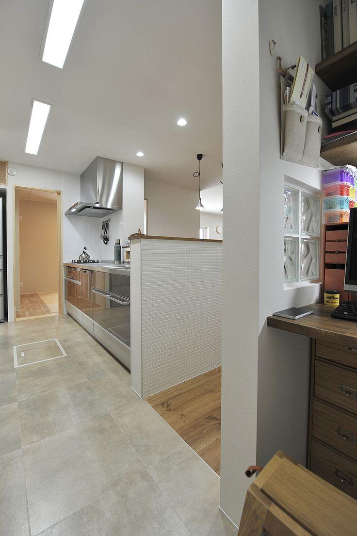 家事机はキッチンから近く、視界からは隠す