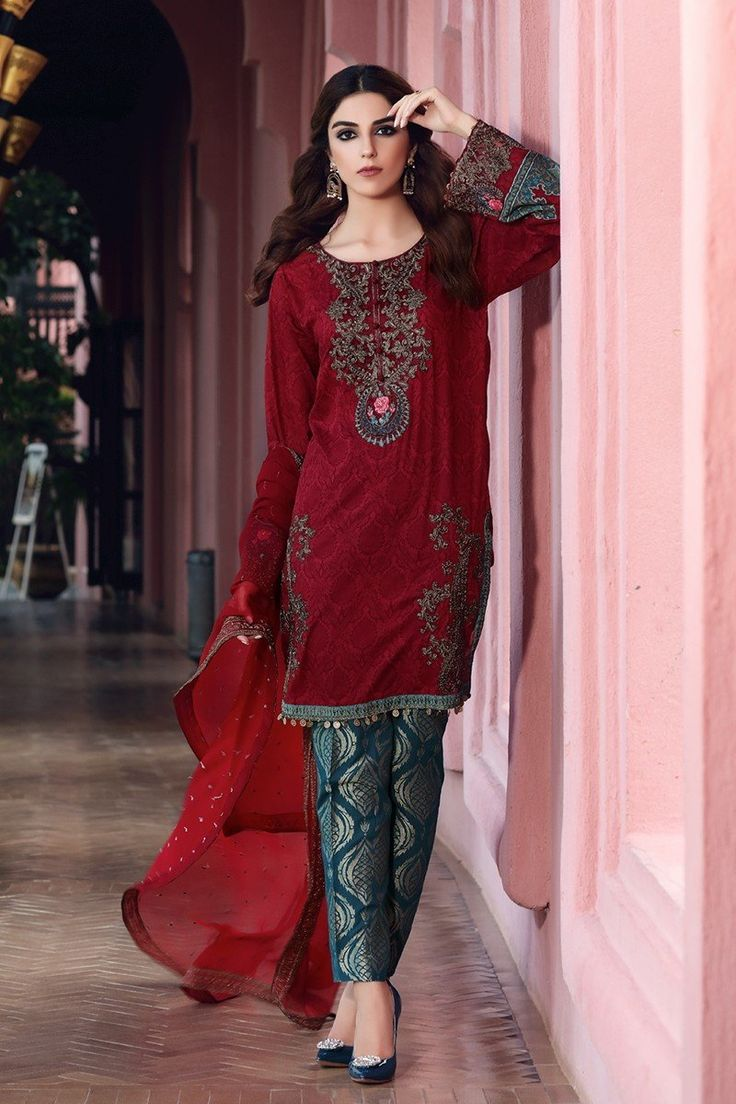 Maria B D-404 Maroon Lawn Eid Collection 2017 Price in Pakistan famous brand online shopping, luxury embroidered suit now in buy online & shipping wide nation..