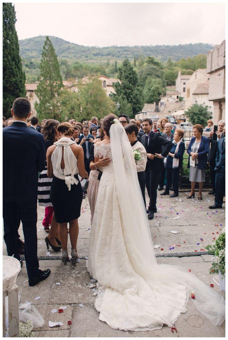 Wedding in Arquà Petrarca. Wedding dress by Raimon Bundo