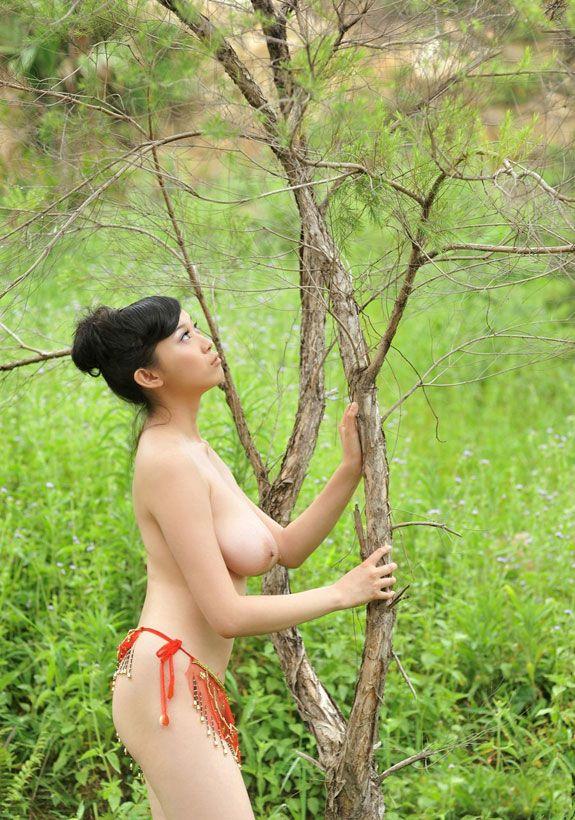 http://sexmix247.blogspot.com/2012/09/bing-yi-busty-nude-chinese-beauty.html