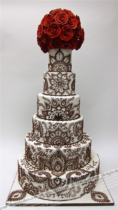 I love this cake but I want the design to be in gold and the flowers at the top to be stark white peonies or possibly white roses