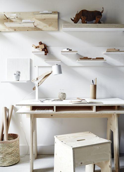 Lovely plywood workspace, with playful elements (I love the rhino). — Leuke houten werkplek met speels elementen. Ik vind vooral de kartonnen neushoorn leuk. via VTwonen