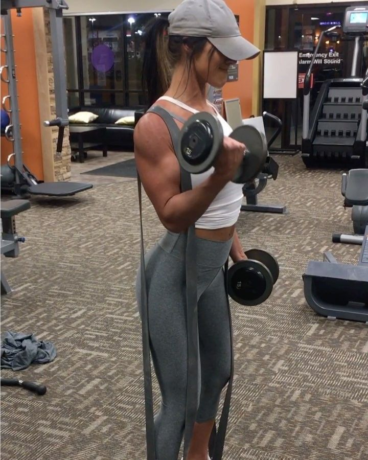 """10.6k Likes, 233 Comments - Jill Christine (@jillchristinefit) on Instagram: """"NOODLE ARMS! That's how I feel after this!💀 Tricep+Bicep supersets. This workout was in the 12-15…"""""""