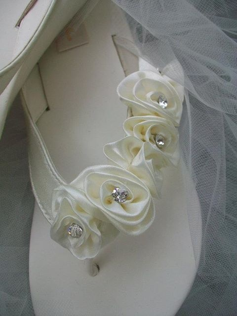 pretty white flip flops for a wedding | ... next image are these oh so cute wedding flip flops by Michael Kors
