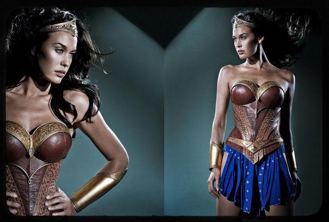 On revient encore une fois au film avorté Justice League Mortal de George Miller (dont on parle plus en détail ici et là ou encore là) avec quelques photos de l'actrice Megan Gale (Mad Max : Fury Road) dans le costume de Wonder Woman :