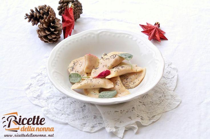 Ravioli alle barbabietole e semi di papavero