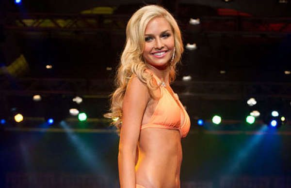 Cassidy Wolf, una Miss ha sido grabada desnuda durante 1 año por un Hacker que tomó el control de su webcam. - Plus