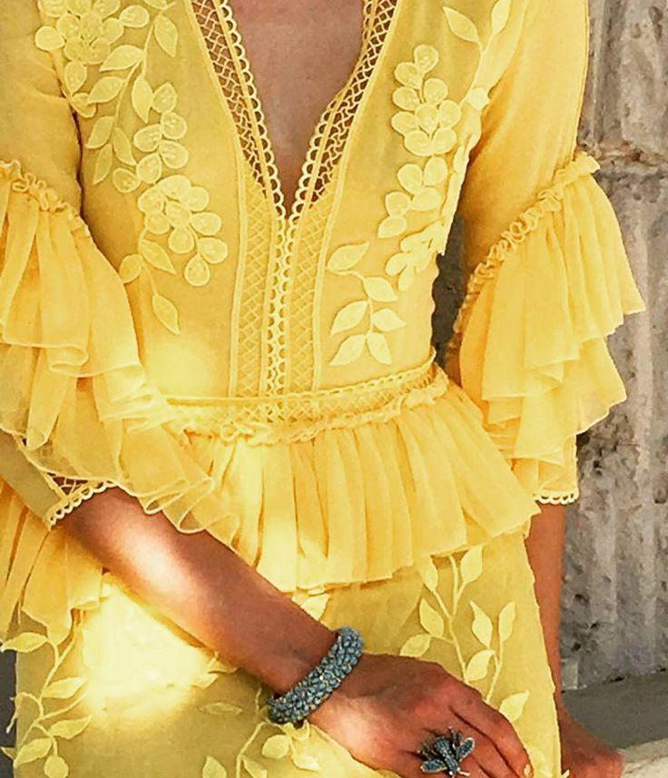 Stylish #yellow details from #ss17  #costarellos #springsummer2017 #rtw #repost #dress #worldwide