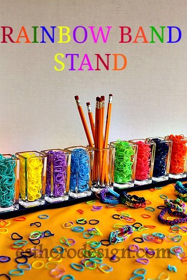 #Rainbow #loom band holder! A great way to bring order and colors to your craft table.