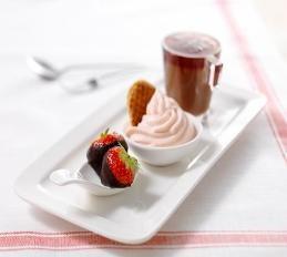 Trio van chocolade aardbeien en pudding