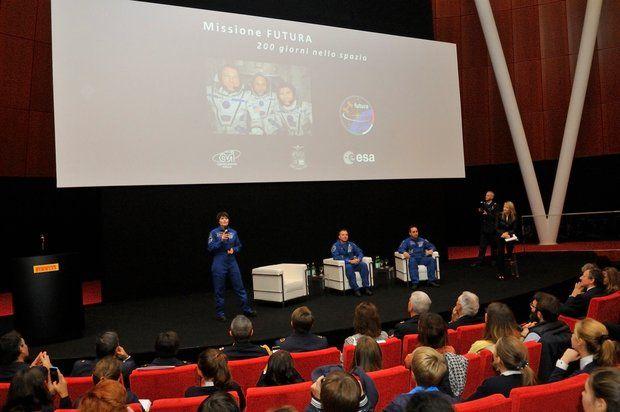Il portale dell'Aeronautica Militare - Post Flight Tour: concluse le tappe a Milano e Bologna