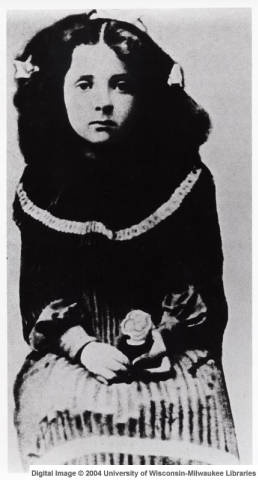 1904: Golda Meir first known portrait in Pinsk, Russia.....you can see the spark in her eyes even at this very young age.
