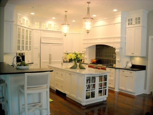 Hamptons white kitchen - traditional - kitchen - indianapolis - Shannon Poe