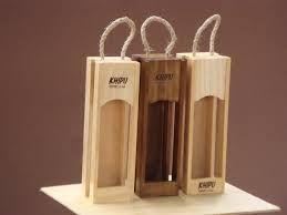 Lindos empaques en madera para regalar botella de licor.