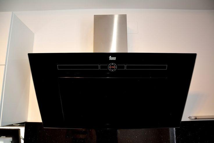 Mobila de Bucatarie din MDF Vopsit Negru Alb Lucios Teka Hota 90 cm Touch control design vertical seria HL DVL 90