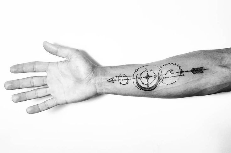 Tattoo by ZM Free Spirit Artist http://www.manonzampieri.com  Arrow - Moon - Geometric Choose your own direction !   #creativemadness #freespirit