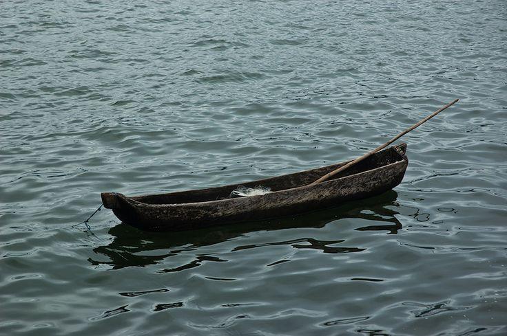 Прогулка на каноэ проходит на озере Батур, где местные жители с удовольствием дадут вам в аренду свою лодку. Однако по поводу цены вам придется договориться.