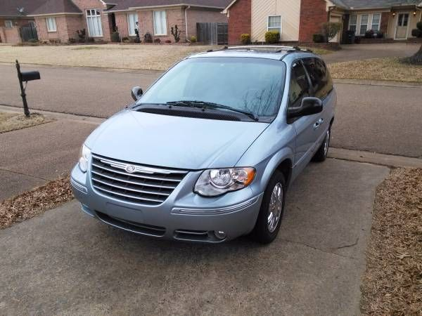 Best 25 town country 2005 ideas on pinterest chrysler 300 2005 chrysler town country 121k 4900 fandeluxe Images