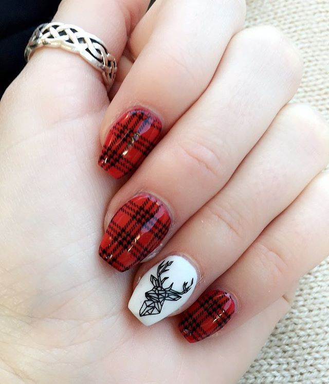Red stamped w black plaid, white and black stamped accent nail ❤️