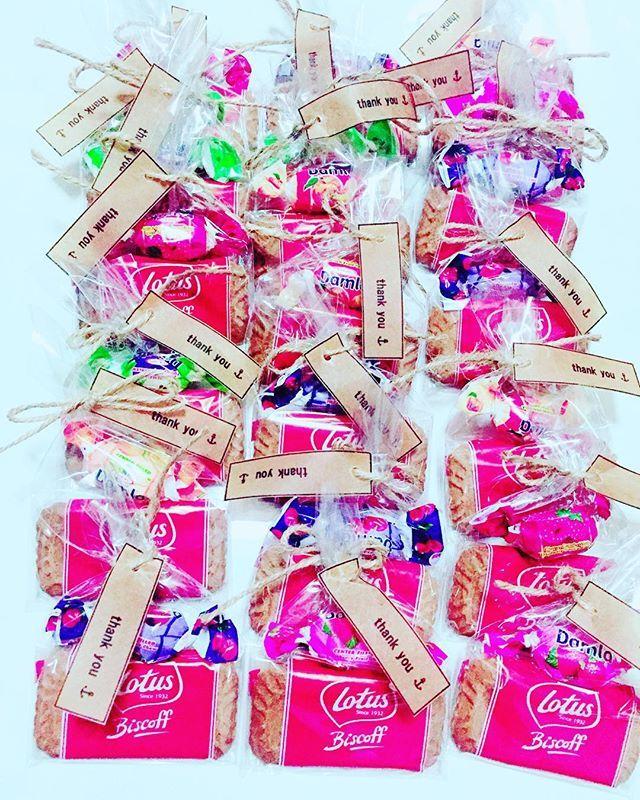 二次会プチギフト 姪っ子と旦那さんが袋詰めとthank youタグしばるのを手伝ってくれました ・ #wedding#プチギフト#2016wedding #結婚式準備#gift#ロータス#damla#ダムラ#lotus#サンキュータグ