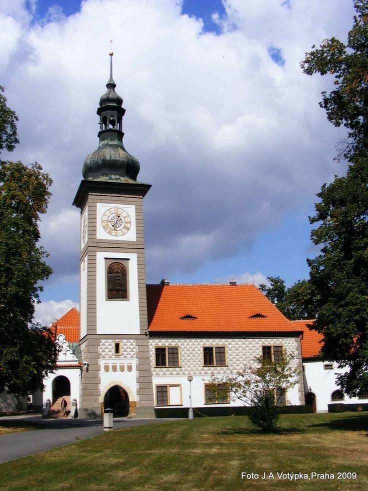 Esto es la iglesia de Zbraslav. Están enterrados aquí Přemyslovci y Lucemburkové.