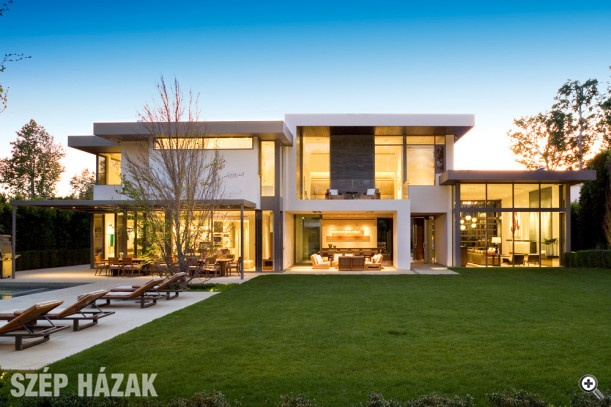 Brentwood Residence in LA by Belzberg Architects