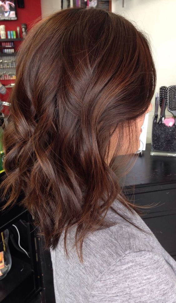 Short brunette hair with caramel highlights.: