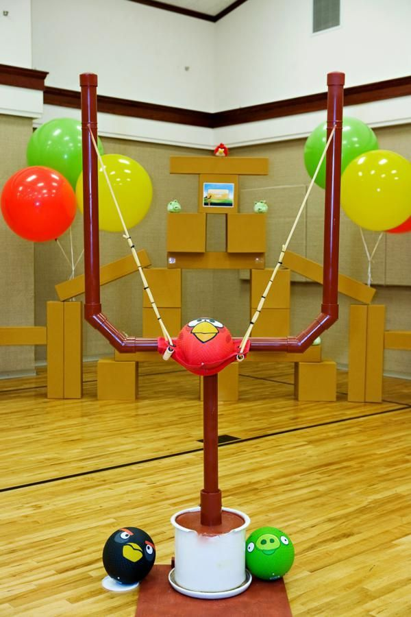 Life size ANGRY BIRDS game! Cute Angry Birds birthday party via Kara's