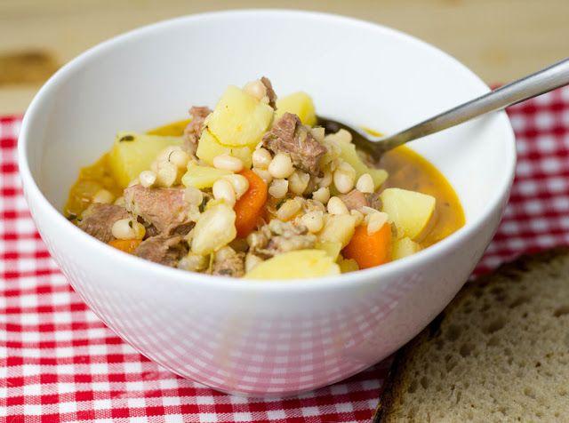 Rezept für köstlichen Lamm-Eintopf mit weißen Bohnen und Kartoffeln