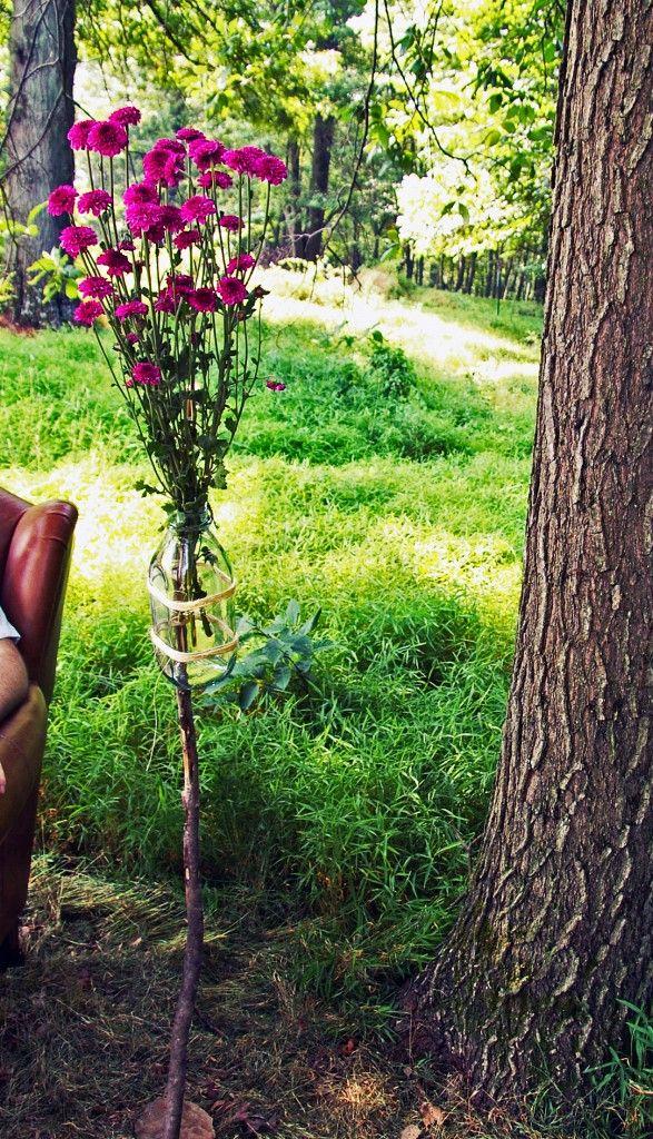 garden flower stake: Gardens Flowers, Flowers Stakes, Outdoor Decor, Milk Bottle, Gardens Stakes, Bottle Gardens, Clever Ideas, Mason Jars, Flowers Vase
