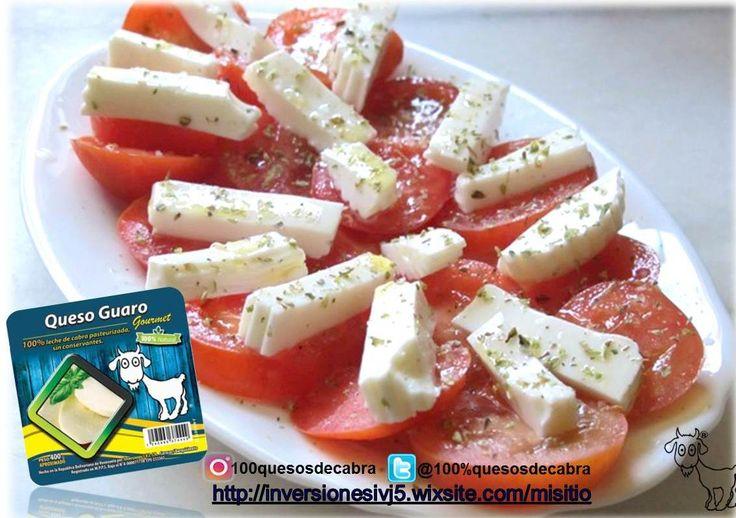 Ensalas de tomate con 100% Queso De Cabra Guaro con aceite de oliva.