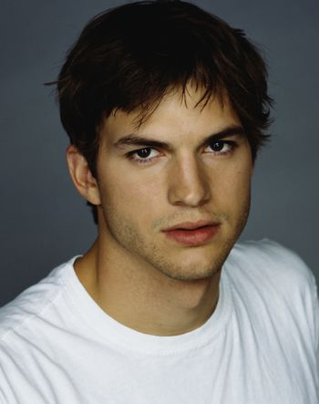 Ashton Kutcher.... i freaking love him