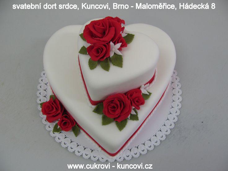 heart cake, dort srdce, svatební dorty Brno, www.cukrovi-kuncovi.cz , srdce bílé patrové s červenými růžemi, chuť dle přání zákazníka www.cukrovi-kuncovi.cz/cukrarska-vyroba/svatebni-dorty Kuncovi, Brno - Maloměřice, Hádecká 8