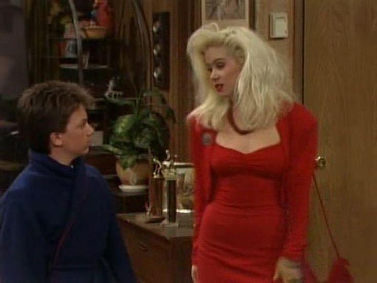 Christina Applegate as Kelly Bundy   Bud Bundy (David Faustino) şi Kelly Bundy (Christina Applegate)