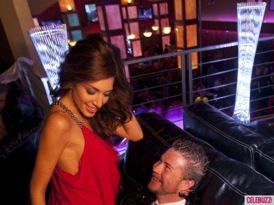 Farrah Abraham Slaps A Stripper's Butt And Gives A Lap Dance At Vivid Gentlemen's CLub - http://celeboftea.com/farrah-abraham-slaps-a-strippers-butt-and-gives-a-lap-dance-at-vivid-gentlemens-club/