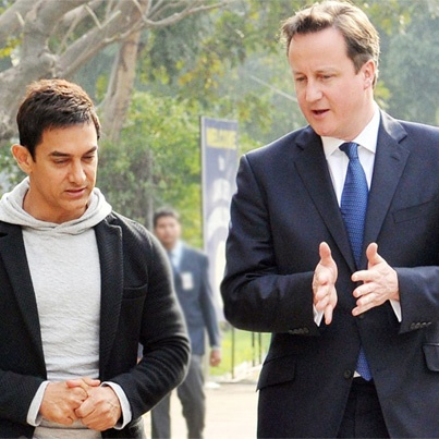 #British PM David Cameron with #Bollywood actor Aamir Khan   http://economictimes.indiatimes.com/slideshows/people/cameron-aamir-khan-enthral-delhi-students/slideshow/18588999.cms