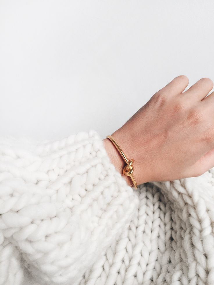 Big knit & knot bracelet. Via Mija