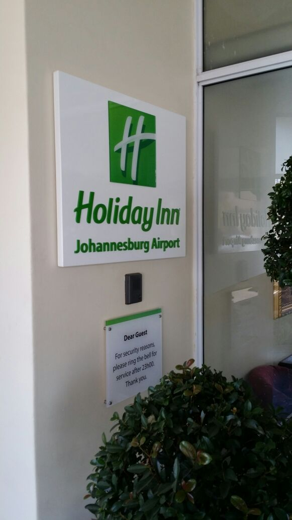 Holiday Inn #simple #effective #signage #green #hotel