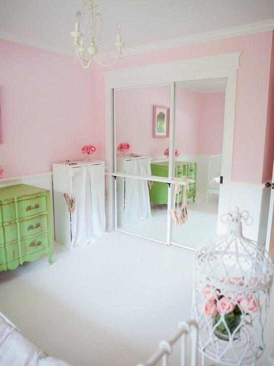 Nice I Like The Barre On The Mirrored Closet Door. Nice Space Saver! Oh I