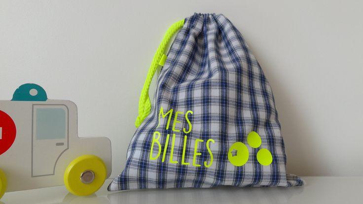 Sac de billes pour conserver le précieux trésor ! Tartan bleu & vert, écriture fluo : Sacs enfants par alba-la-p-tite-fabrique