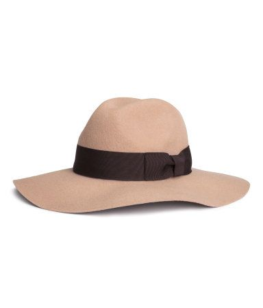100% felted wool wide brim hat with contrast band in a soft camel color. | H&M Pastels