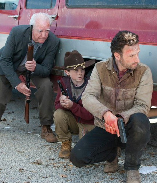 Hershel Greene (Scott Wilson), Carl Grimes (Chandler Riggs) and Rick Grimes (Andrew Lincoln) - The Walking Dead - Season 2, Episode 13