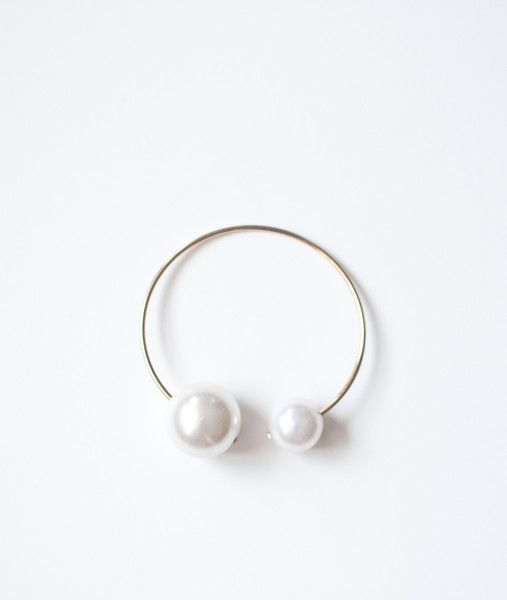 A matching bracelet to the beautiful Double Pearl Choker, this faux pearl piece can be worn loosely around the wrist or more snugly around the arm.