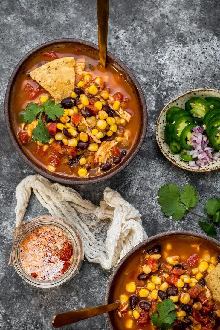 Vous ne pouvez même pas imaginer comme cette recette tacos mexicains est bonne! Trouver toutes les saveurs exquises de tacos dans cette soupe fumante aux tacos qui sera, en plus, prête en mois d'une demi heure!