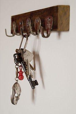 OCELLS AL TERRAT: Penjador de claus... amb claus! / Colgador de llaves... con llaves!